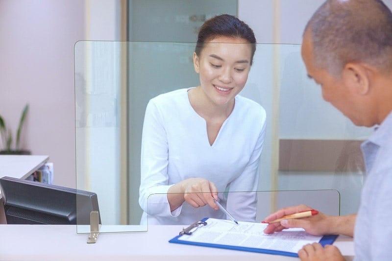 歯科医院の受付カウンター